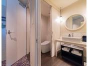 スーペリアツインルーム【サポートルーム】お手洗い横が引戸になっており、介護の方がサポートしていただけます。(車いすは通れません)※旅行会社様、インターネットでは販売しておりません。詳しくはお電話にてお問合せください。客室予約直通 06-6462-1601
