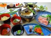 信州の旬菜を用いた会席風料理です。季節により食材やお品は変更になります。