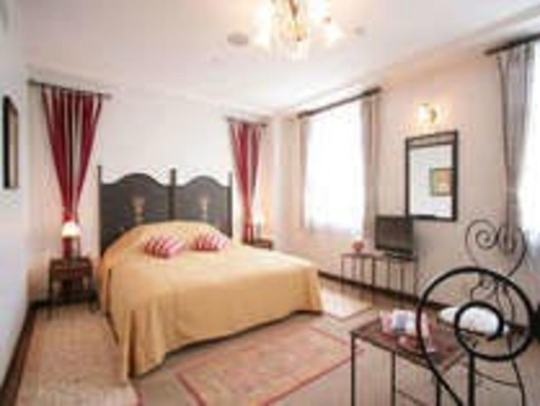 「カンパーニャ」ベットルーム。キングサイズのダブルベッド使用。