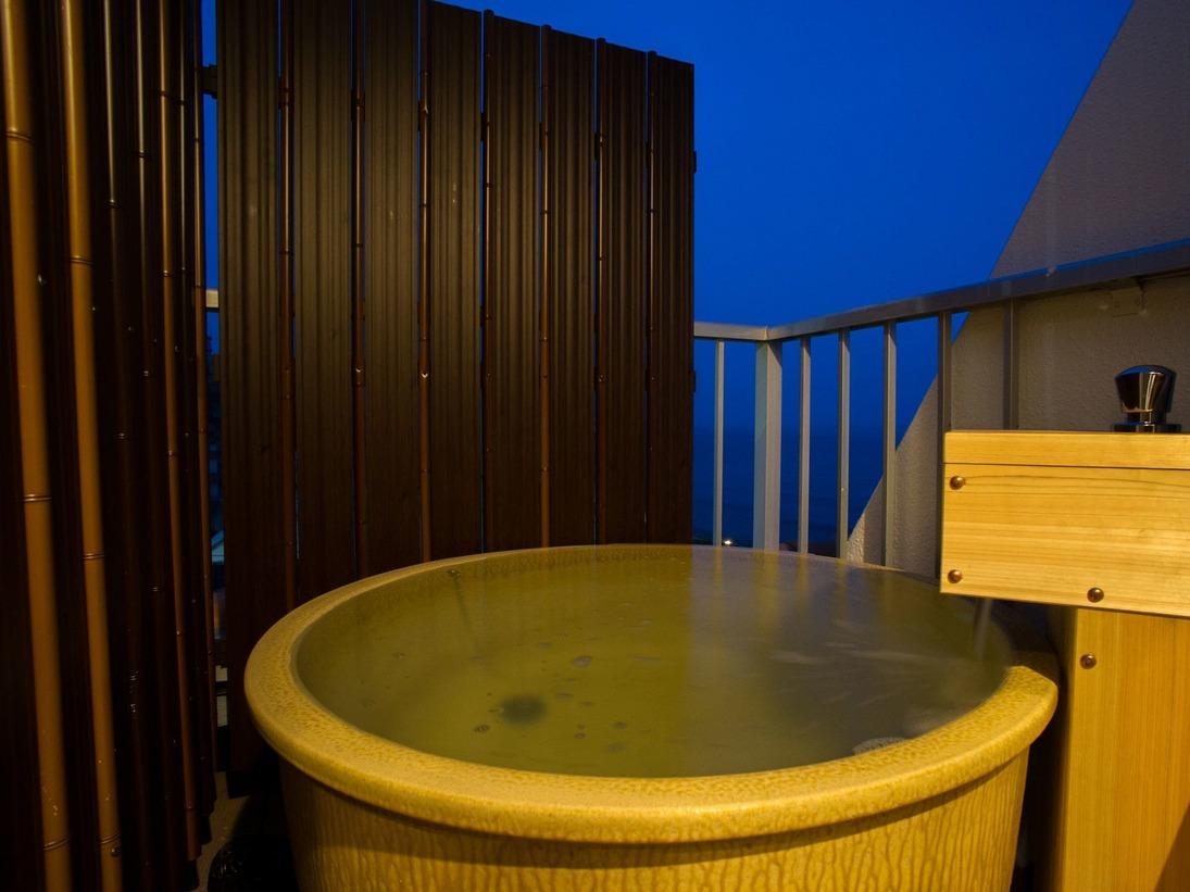露天風呂付ベッドタイプ、源泉掛け流し、24時間お風呂を楽しめます♪