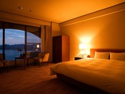 【鳴門海峡の見えるダブルルーム(34平米)】鳴門海峡をご覧いただけるゆとりのある34平米