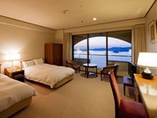 【鳴門海峡の見えるスタンダード洋室(34平米)】ご夫婦やカップル、そしてビジネス利用にもおすすめ