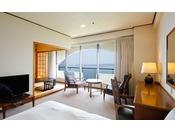 【鳴門海峡の見える和洋室(49.5平米)】鳴門海峡をご覧いただけるツインルームと寛ぎの4.5帖和室