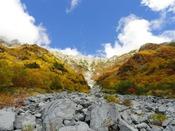 岳沢の紅葉と穂高連峰