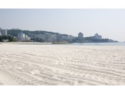 【白良浜】夏を中心に多くのイベントが行われます。