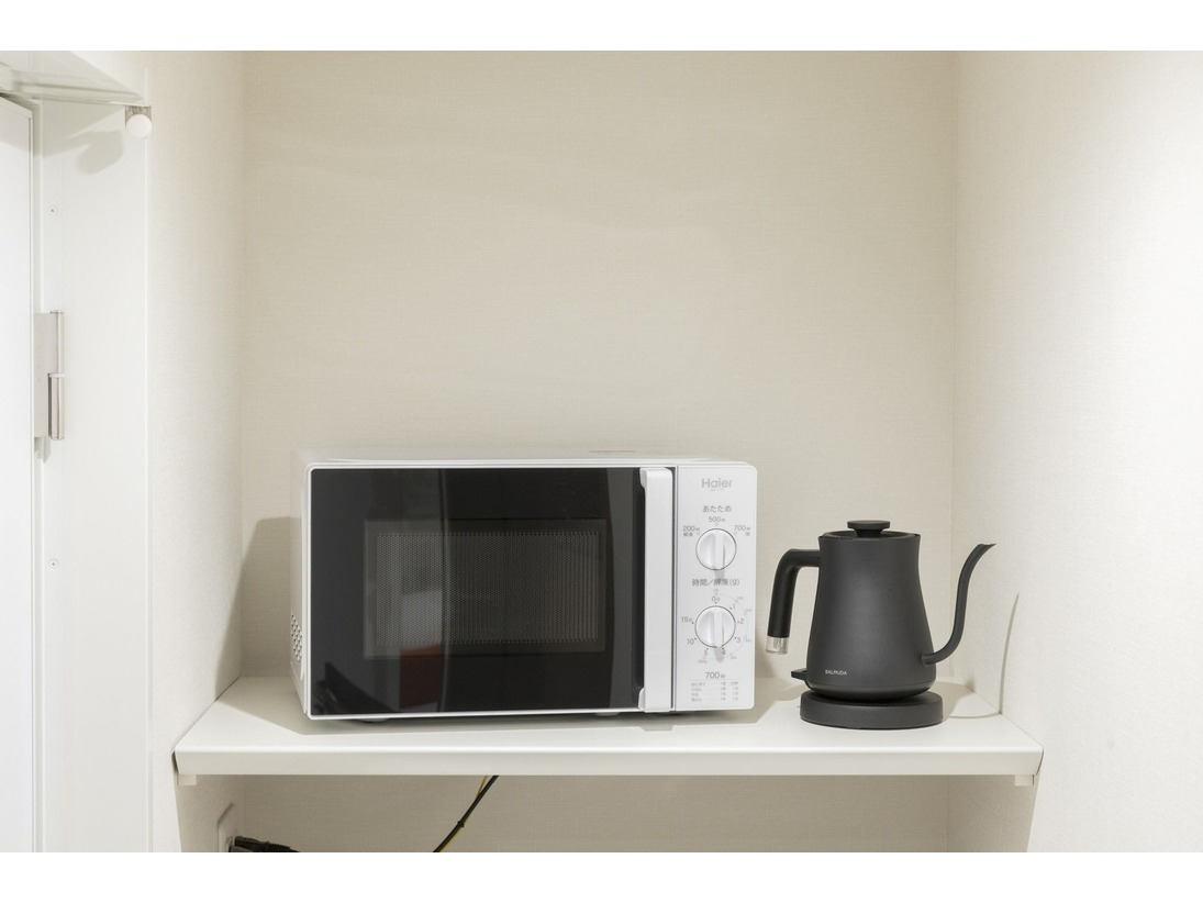 電子レンジ&電気ケトル 全室に備え付けてございます♪