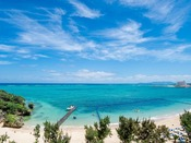 <タイガービーチ> 沖縄有数の天然ビーチとして知られるタイガービーチが目の前。オンザビーチの立地で、バルコニーには美しい景色が広がります。 ※写真はイメージ