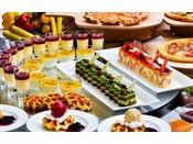 <ビュッフェレストラン「シーフォレスト」> 眺めのいい店内で、爽やかな朝のひと時をお過ごしください。 ※ご朝食の一例(写真はイメージ)