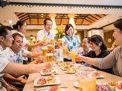 <ビュッフェレストラン「シーフォレスト」>お食事風景(イメージ)