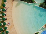 <屋外プール>沖縄では希少のウェイブプール