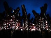 ■夜の森を歩いて愉しむナイトウォーク「カムイルミナ」/光るスティックを持ち冒険に出発 ※イメージ