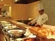 季節によって変わる種類豊富なビュッフェ。旬の味をお楽しみください。