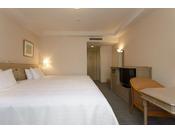 【カジュアルコンフォートダブル】ベッド幅240cm×1台/24平米/エレガントでゆったりとした空間。