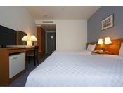 【スタンダードツイン】 ベッド幅110cm~120cm×2台/21.1平米/大きな窓がゆとりの空間。