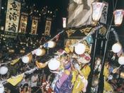 【イベント情報】石崎奉燈(ほうとう)祭り(8月)毎年8月の第1週目の土曜日に開催される石崎ほうとう祭り。狭い道を大きなほうとうが威勢よく走り去る姿は圧巻です。