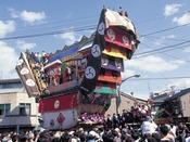 【イベント情報】青柏祭(5月)大地主神社(山王神社)の例大祭で、能登地区最大の祭礼。日本一大きな曳山「でか山」3台が狭い町なかを曳き廻される。この祭礼は、国の重要無形民俗文化財に指定されているほか、ユネスコの無形文化遺産に登録されている。