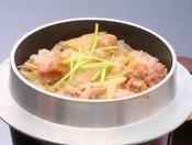 海望自慢のだし汁で能登米を目の前で炊き上げます。香りとともにお召し上がり下さい。