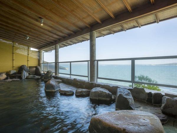 【海を望む湯を楽しむ女性大浴場露天風呂】