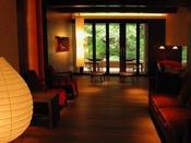 ■月見台ラウンジ■3階と最上階(7階)のラウンジ。開放感ある窓から、四季を楽しんでいただけます