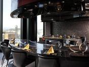最上階に位置する鉄板焼は、料理はもちろん、ロケーションもお楽しみいただけます。