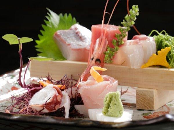 伊豆の鮮魚と料理長の技による一品