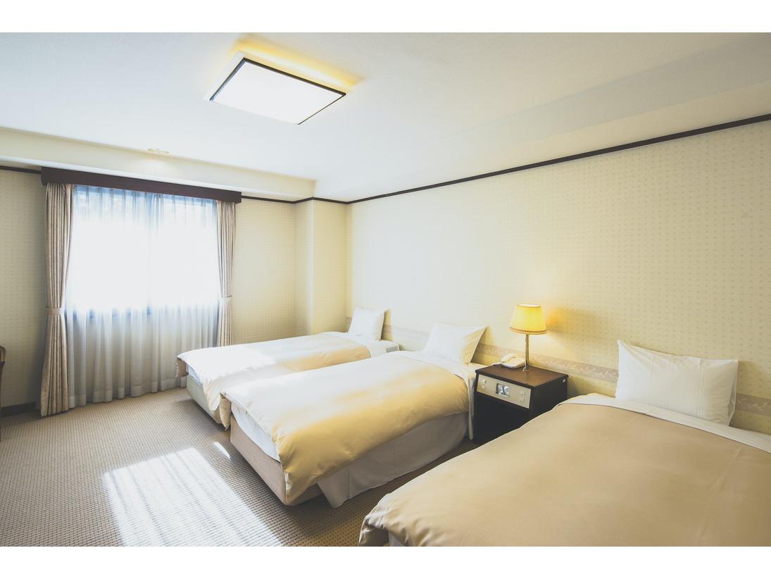 東館トリプルルームエキストラベッドでなく3台とも同じベッドだから安心。