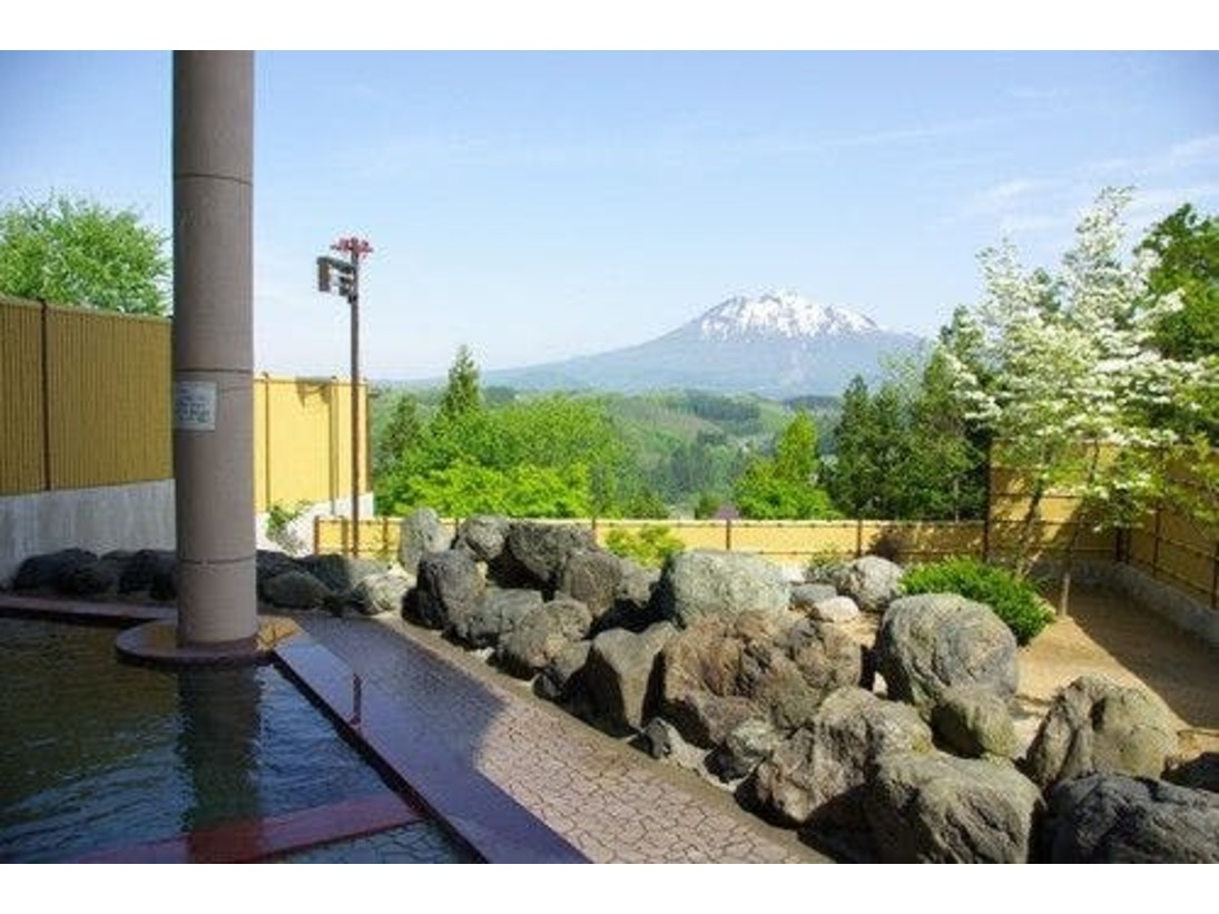 「津軽富士岩木山」がきれいに見える露天風呂(男子露天風呂)
