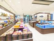 宮古島のお菓子、特産品をはじめ、リゾートに欠かせないウェアなど品揃えが豊富。【ショップ 南々風】<営業時間> 7:30~22:00