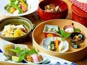 ~やまぐち館の和朝食~ 野菜サラダや一夜干しなど朝ごはんの定番の料理で揃えました。
