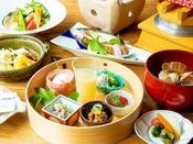 ~やまぐち館の朝ごはん~ 地元野菜や一夜干しなど、朝の食事に適した栄養バランスを考えて。