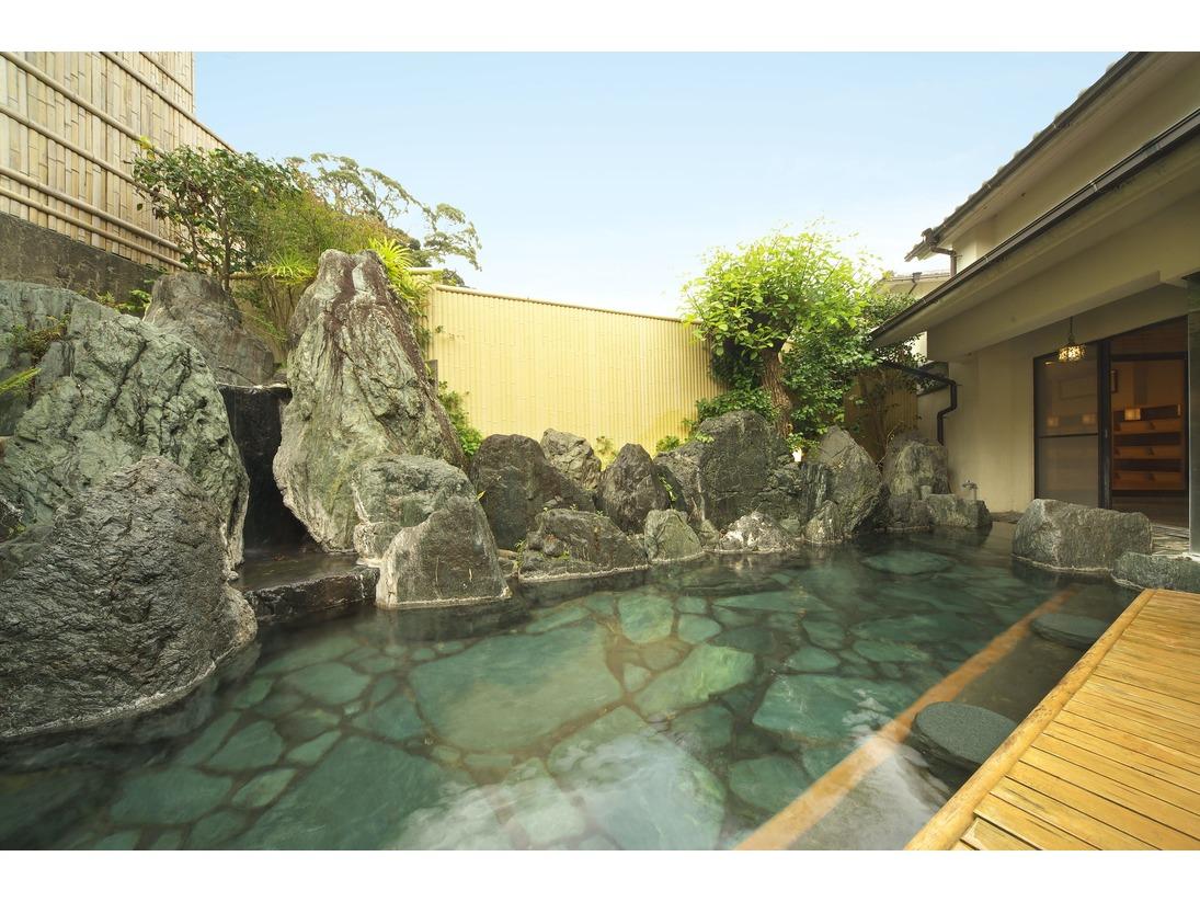 当館の温泉はもっともラグジュアリーとされる源泉掛流し。
