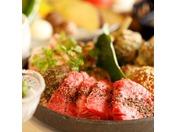 ご夕食は「足柄遊膳会席」と「炙り焼き会席」よりグループ毎にご選択。※写真は炙り焼き会席イメージ