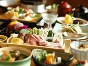 【足柄遊膳会席】季節の食材を贅沢に使用し、彩り豊かで目でも楽しめる会席料理。