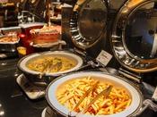 【朝食イメージ】地元の食材を使用したバラエティ豊かなブッフェスタイル。連泊のお客様にもご満足していただけるよう、メニューは日替わりでご用意しております。■レストラン「NiraiKanai(ニライカナイ)」<営業時間> 6:30~10:00