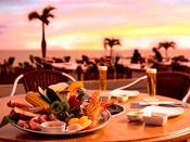 黄金色に輝く海と赤く染まった空を眺めながら楽しむ夕食は、他では味わうことのできない至福のひととき。■バーベキューハウス ※季節営業