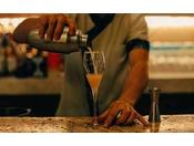 琉球石灰岩をふんだんに用い、約7,000枚もの貝殻で作られたシャンデリアが魅力的。■バー・ムーンシェル(カフェテラス)<営業時間> 10:00~24:00(ラストオーダー23:30)