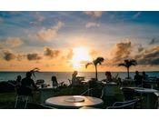 ■バーベキューハウス ※季節営業東洋一といわれる前浜ビーチを眼下に臨むオープンエリア。ゆっくり沈む夕日と潮騒でリゾート気分をご満喫ください。