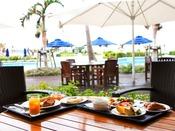 【朝食イメージ】地元の食材を使用したバラエティ豊かなブッフェスタイル。天気の良い日にはテラス席での朝食もおすすめです。■レストラン「NiraiKanai(ニライカナイ)」<営業時間> 6:30~10:00