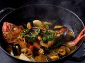 季節の食材を使用したグリル&オーブンディナー
