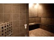 女性専用ミストサウナ(ブルーリーフ内)男性用ドライサウナ、女性用ミストサウナ完備する天然温泉の浴室でほっとひと息癒しの時間をお楽しみください。※ご利用はお申込みプランによって有料の場合が御座います