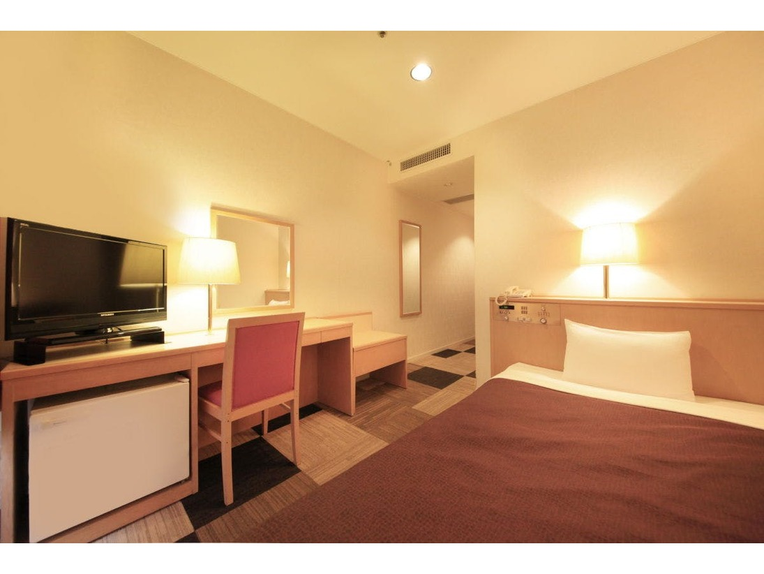 広さ15.6平米のシングルルームは、シンプルで機能的なお部屋です。ビジネス、レジャーでのご利用に人気のお部屋です。
