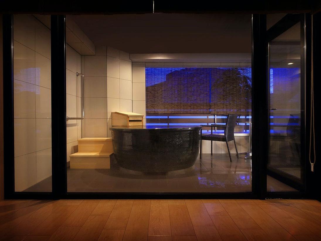 ■露天つきプレミアムスイート■<NEWオープン>室内と温泉に間を作らない湯浴みを身近にさせるデザイン