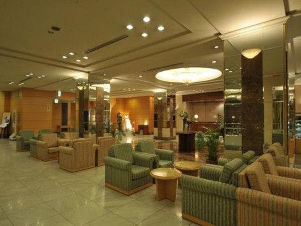ホテルロビー。