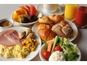 ホテル自慢の朝食バイキングです。