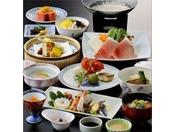 鹿児島の食材をふんだんに使った郷土料理「さつま会席」です。鹿児島の味をぜひ、七彩でお楽しみください。