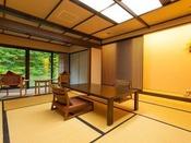 ~源泉掛け流し半露天風呂付き客室~ 本間は純和風の客室で、ごゆっくりとお寛ぎ頂けます。