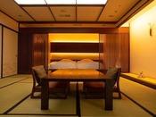 ~源泉掛け流し半露天風呂付き客室~ 落ち着きのあるベッドルームで、ごゆっくりとお休みください。