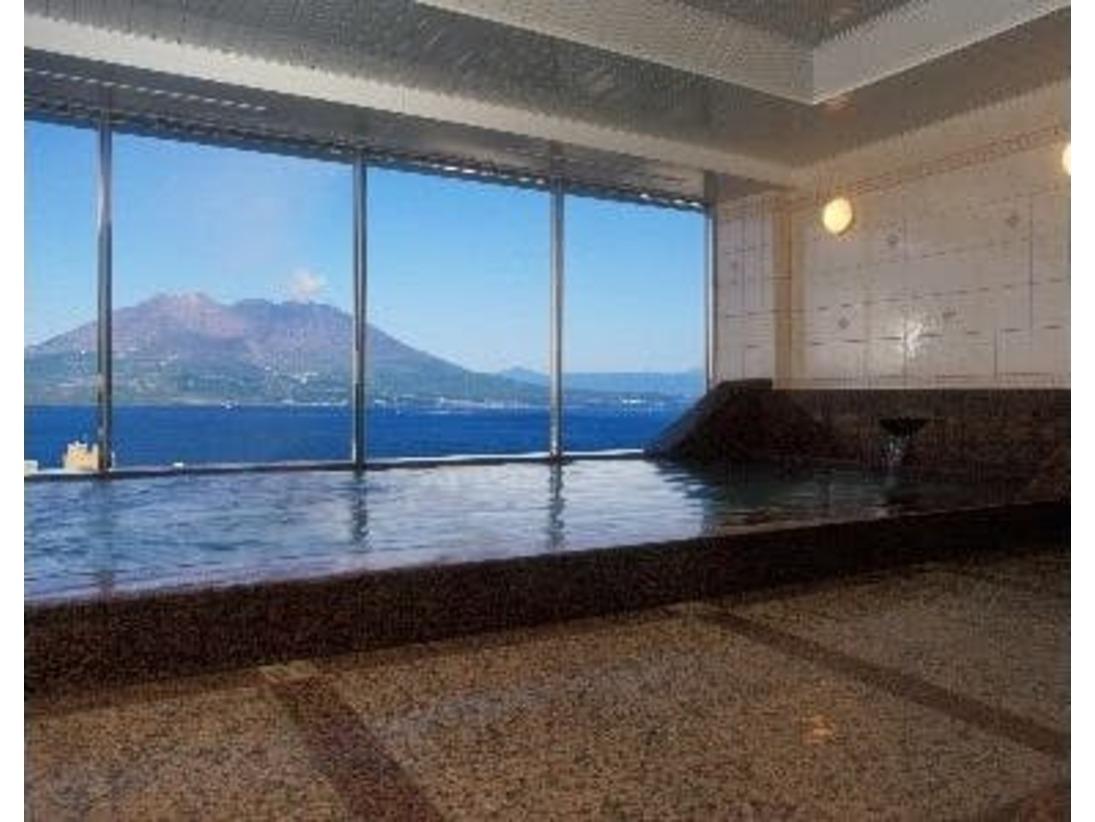 13階にございます、ホテル自慢の展望温泉です。雄大な桜島を目の前にのぞみながら入る温泉は格別です。