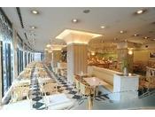 1階レストラン、トリアンでございます。