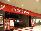 ホテル近くの映画館、TOHOシネマズ与次郎でございます。